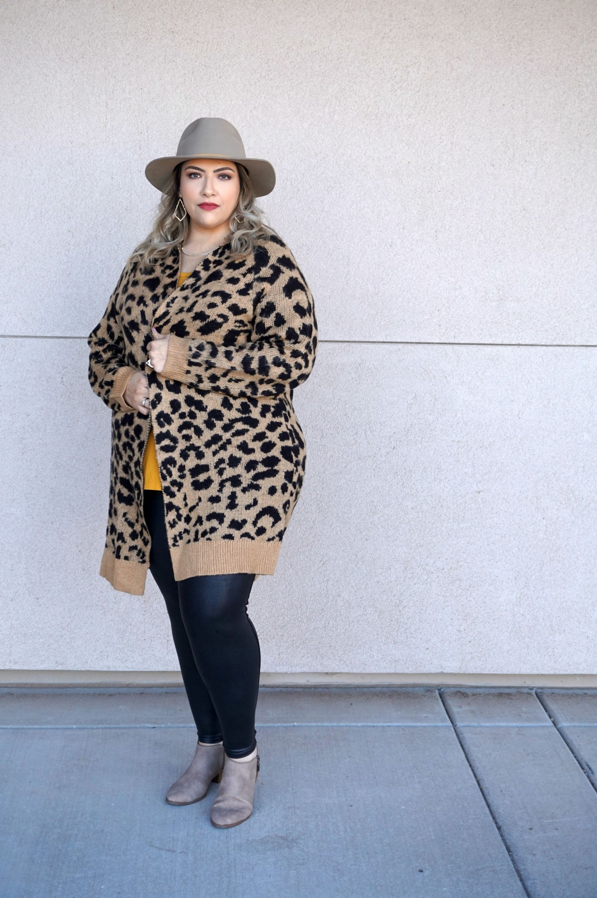 How To Style Faux Leather Leggings For All Sizes // Plus Size Fall Fashion // Fall Fashion Outfit Ideas // Spanx Leather Leggings // Casual Outfits // Legging Outfit Ideas | Beauty With Lily