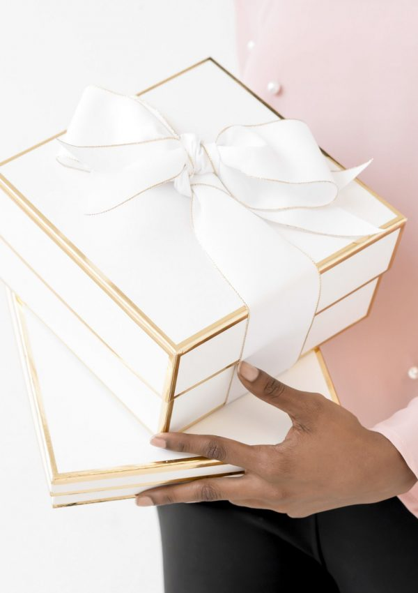 Gift Guide for Beauty Lovers // Holiday Gift Guide for Women // Makeup Lovers Gift Guide // Gift Guide for Her // Sephora Favorites // Ulta Favorites | Beauty With Lily